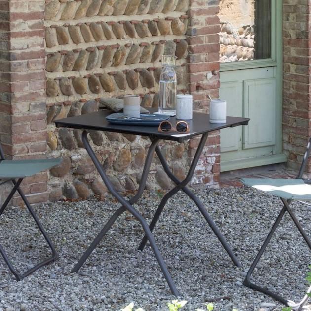 На фото: Квадратний стіл Anytime Mineral 64x68 Titanium (LFM2714-9298), Квадратні столи Lafuma, каталог, ціна