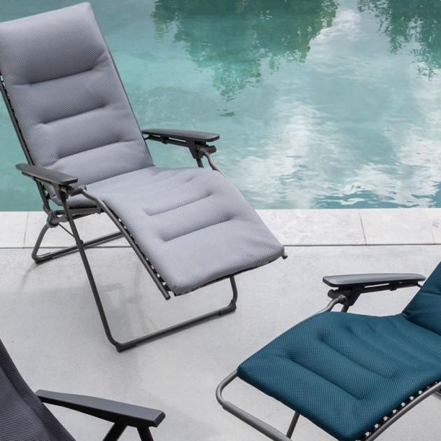 На фото: Крісло-шезлонг Futura BeComfort® Bleu Encre (lfm3130-8900), Шезлонги з текстилену Lafuma, каталог, ціна