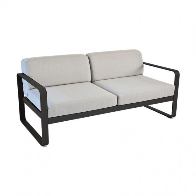 На фото: Диван Bellevie Liquorice (84454279), Двомісний диван Bellevie з подушками Flannel Grey Fermob, каталог, ціна