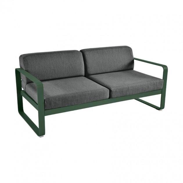 На фото: Диван Bellevie Cedar Green (844502a3), Двомісний диван Bellevie з подушками Graphite Grey Fermob, каталог, ціна