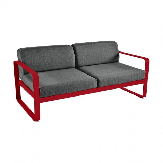 На фото: Диван Bellevie Poppy (844567a3), Двомісний диван Bellevie з подушками Graphite Grey Fermob, каталог, ціна