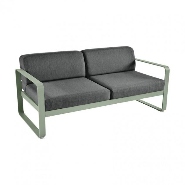 На фото: Диван Bellevie Cactus (844582a3), Двомісний диван Bellevie з подушками Graphite Grey Fermob, каталог, ціна