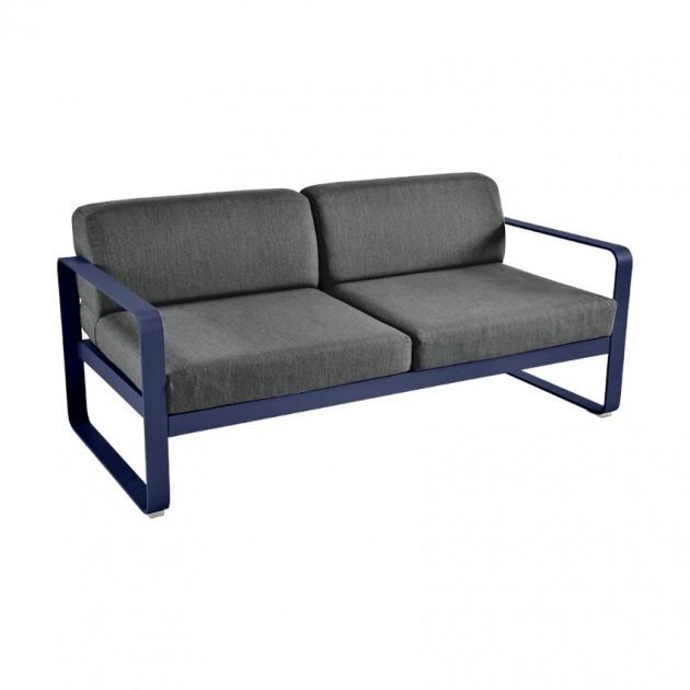 На фото: Диван Bellevie Deep Blue (844592a3), Двомісний диван Bellevie з подушками Graphite Grey Fermob, каталог, ціна