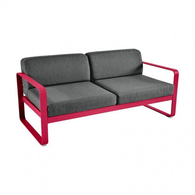 На фото: Диван Bellevie Pink Praline (844593a3), Двомісний диван Bellevie з подушками Graphite Grey Fermob, каталог, ціна