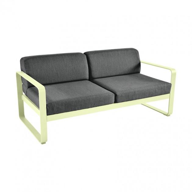 На фото: Диван Bellevie Frosted Lemon (8445a6a3), Двомісний диван Bellevie з подушками Graphite Grey Fermob, каталог, ціна