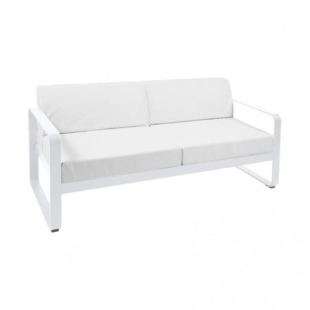 На фото: Диван Bellevie Cotton White (84450181), Двомісний диван Bellevie з подушками Off-White Fermob, каталог, ціна