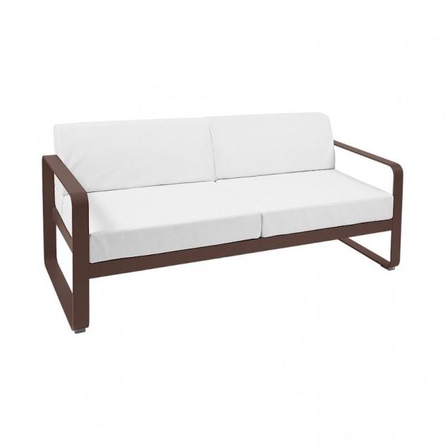 На фото: Диван Bellevie Russet (84450981), Двомісний диван Bellevie з подушками Off-White Fermob, каталог, ціна