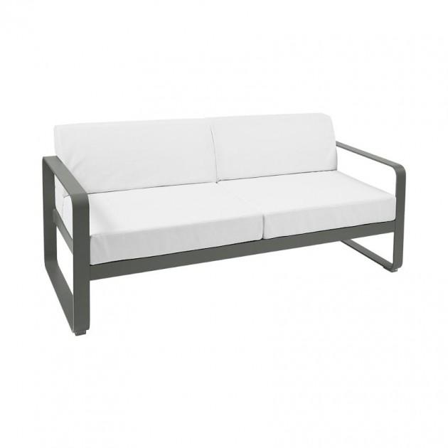 На фото: Диван Bellevie Rosemary (84454881), Двомісний диван Bellevie з подушками Off-White Fermob, каталог, ціна