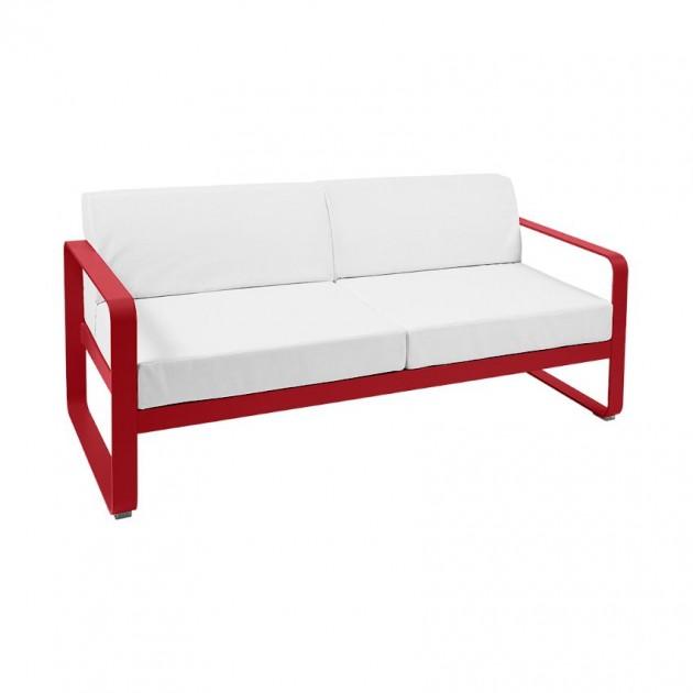На фото: Диван Bellevie Poppy (84456781), Двомісний диван Bellevie з подушками Off-White Fermob, каталог, ціна
