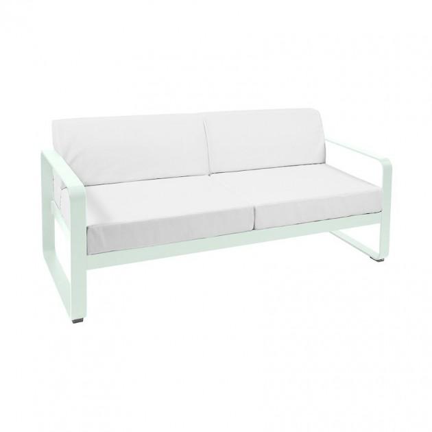 На фото: Диван Bellevie Ice Mint (8445a781), Двомісний диван Bellevie з подушками Off-White Fermob, каталог, ціна