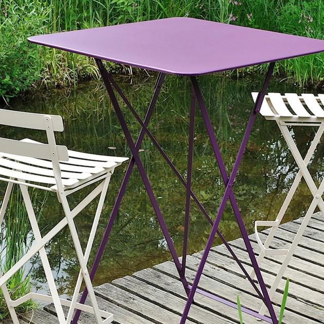 На фото: Барний стіл Bistro 0250 Chili (025043), Барні столи Fermob, каталог, ціна