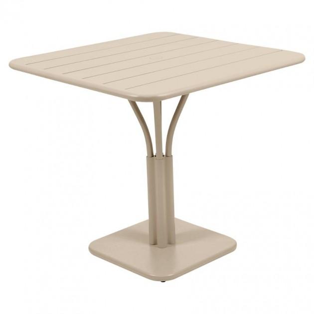 На фото: Стіл Luxembourg 4134 Nutmeg (413414), Стіл на центральній опорі Luxembourg Fermob, каталог, ціна