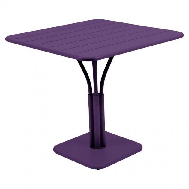 На фото: Стіл Luxembourg 4134 Aubergine (413428), Стіл на центральній опорі Luxembourg Fermob, каталог, ціна