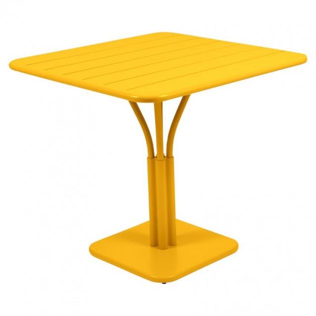 На фото: Стіл Luxembourg 4134 Honey (413473), Стіл на центральній опорі Luxembourg Fermob, каталог, ціна