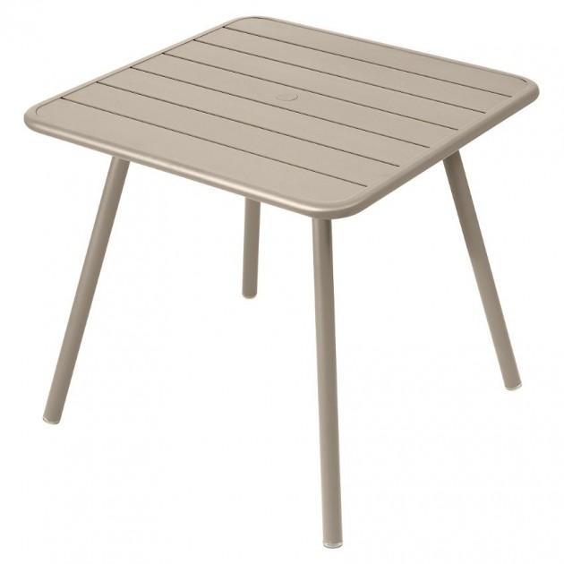 На фото: Стіл Luxembourg 4135 Nutmeg (413514), Квадратні столи Fermob, каталог, ціна
