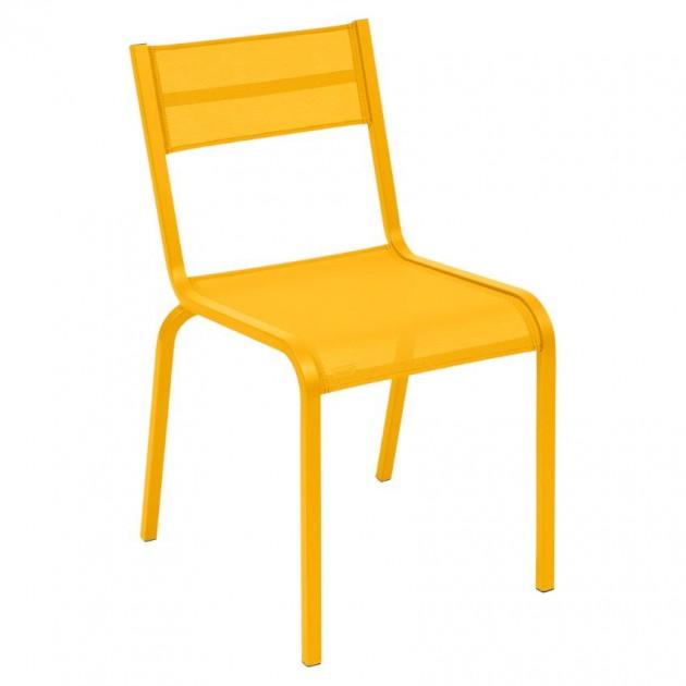 На фото: Cтілець Oléron 5501 Honey (550173), Кольорові стільці Fermob, каталог, ціна