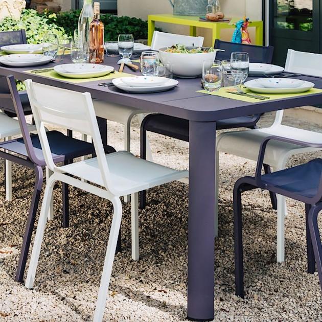 На фото: Обідній стіл Oléron 5531 Chili (553143), Стіл Oléron 205х100 Fermob, каталог, ціна