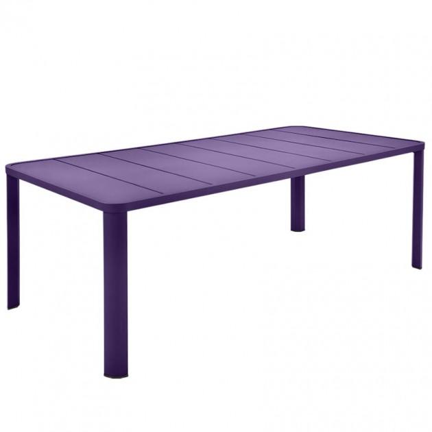 На фото: Обідній стіл Oléron 5531 Aubergine (553128), Великі столи Fermob, каталог, ціна