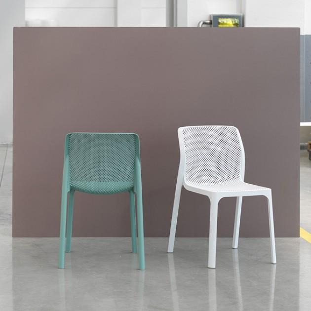 На фото: Стілець Bit Bianco (40328.00.000), Пластикові стільці Nardi, каталог, ціна