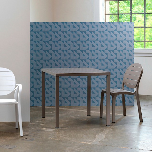 На фото: Квадратний стіл Cube 80 Tortora (48059.10.000), Пластикові столи Nardi, каталог, ціна
