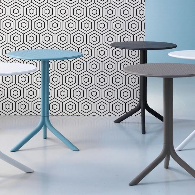 На фото: Круглий стіл Step Celeste (40056.39.000), Пластикові столи Nardi, каталог, ціна