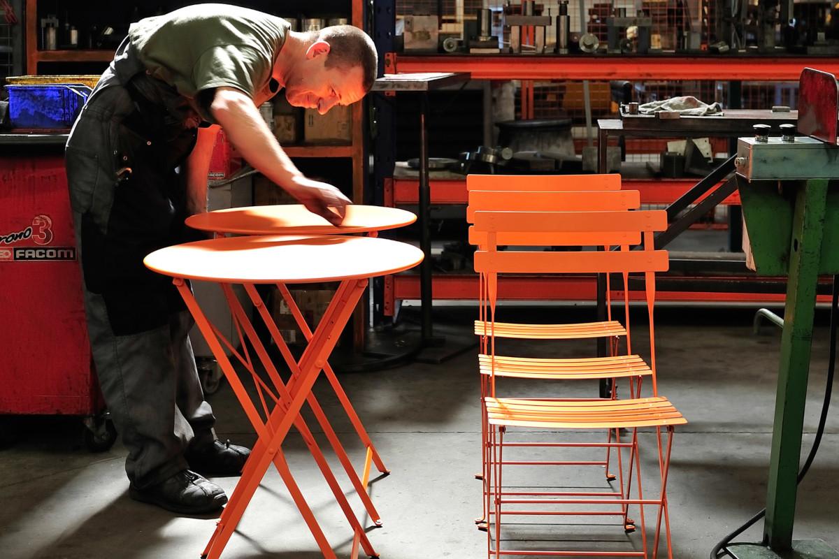 Вуличні меблі Fermob виготовляють з металу