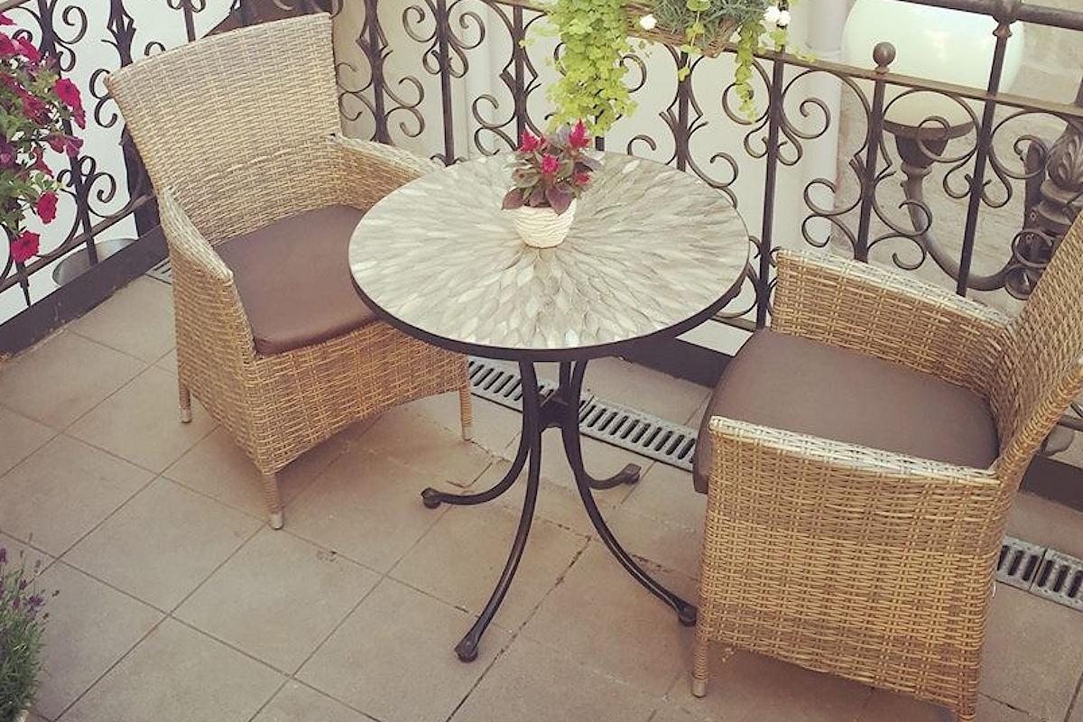 Купити комплект меблів для балкона: два плетених крісла та столик