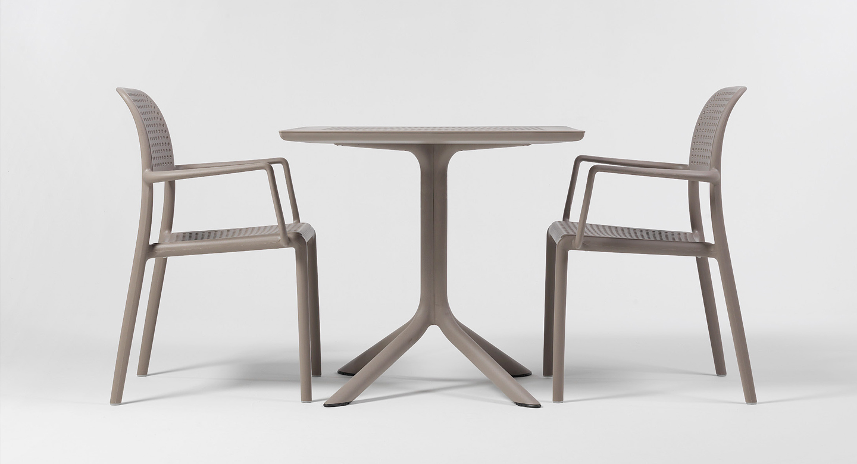 Функціональні і практичні столи для вуличних кафе від Nardi